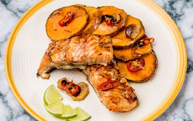 15-01-2018-R4-magazine-var2-Ginger-Baked-Salmon-with-Sweet-Potatoes-2