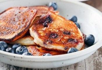 Oatmeal-Blueberry-Protein-Pancakes-1